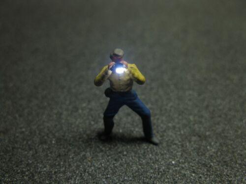 F55 H0 Fotograf mit LED Beleuchtung Junger Mann Figur 1:87