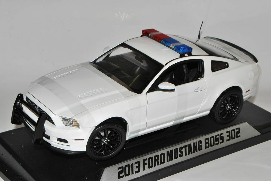 Ford Mustang BOSS 302 2013 Police Polizei Polizei Polizei USA Weiss 1 18 Shelby Collectibles M.. 97f81e