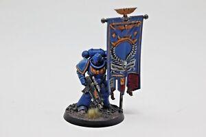 Warhammer-Space-Marine-Primaruis-Ancient-Standard-Bearer
