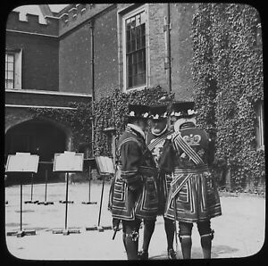 Glass Magic Lantern Slide GROUP OF LONDON BEEFEATERS C1890 OLD VICTORIAN PHOTO