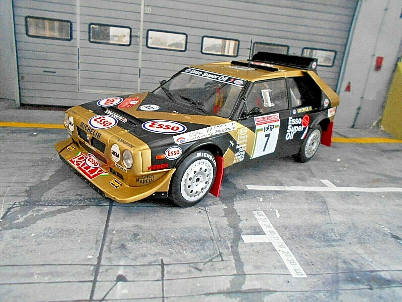 LANCIA Delta S4 Rallye Gr.B San Remo  7 Tabaton Esso 1986 IXO Triple9 NEU 1 18