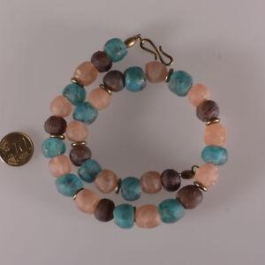 8145-Halskette-aus-recycelten-Glasperlen-Krobo-und-Bronze-Elemente