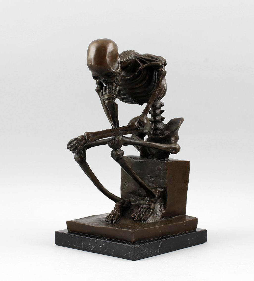 9937504-dss Bronze Skulptur Figur Skelett  Der Denker  sign.Milo 14x17x25cm