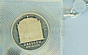 Inquiet Rda: 5 Mark Dresde Cage, 1985, Cu-ni, Neuf Dans Sa Boîte, Pol. Plaque, Verblomt, J.1601-afficher Le Titre D'origine Soulager La Chaleur Et Le Soleil