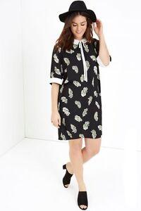02f5b220bdf2 Little Mistress Girls On Film Curvy Feather Print Dress UK Size 22 ...