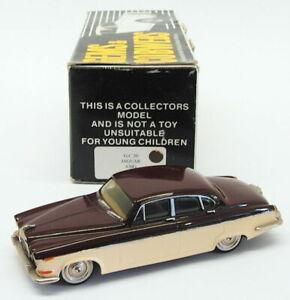 Gemas-y-telaranas-coche-modelo-escala-1-43-GC20-1969-Jaguar-420G-Marron-Beige