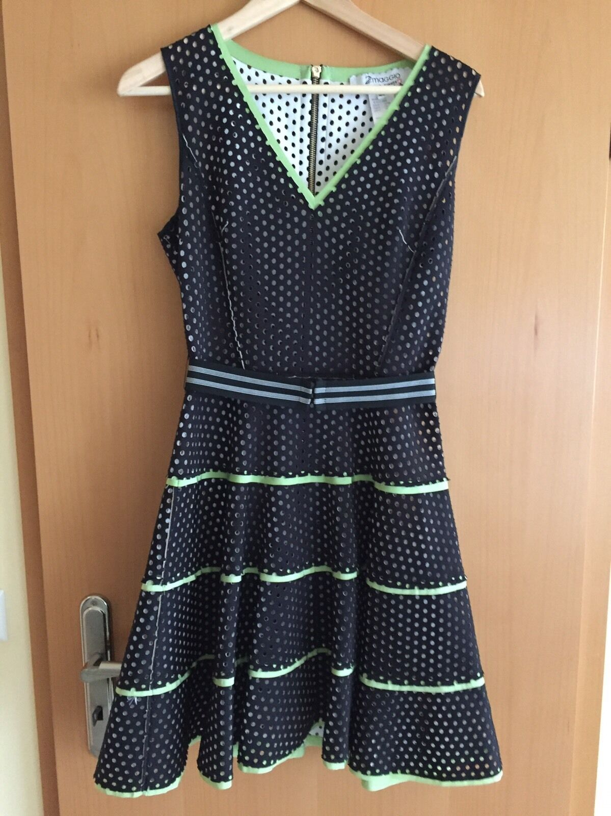 Gelochtes Kleid Von 2 Maggio Gr.M Neu