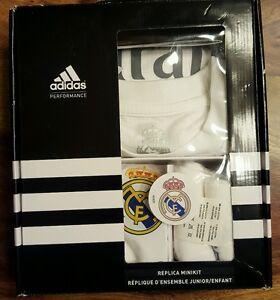 nadar Anécdota Sympton  Official Real Madrid junior adidas replica minikit (small)(140) | eBay