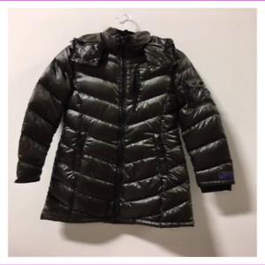 Andrew Marc Women/'s Packable Detachable Hood Lightweight Premium Down Jacket