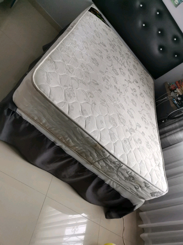 Double bed R1500