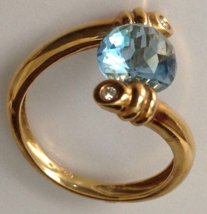 18K Yellow gold Fancy Cushion cut bluee Topaz and Diamonds Ring 3 carats