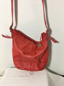 Vintage-Etra-Inc-Coral-Red-Leather-Purse-Shoulder-Bag-Crossbody-Zip-Close-10x11-034