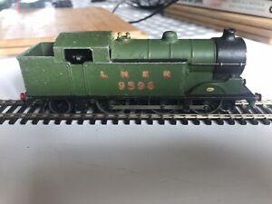 Hornby Dublo 3 rail LNER Class N2 0-6-2T tank locomotive (No 9596) in LNER green