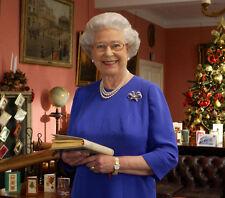 Queen Elizabeth II 10 x 8 UNSIGNED photo - P1028