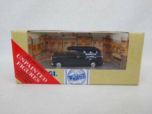 Corgi 97772 Burberrys Morris Mini Van with Figures Free Postage