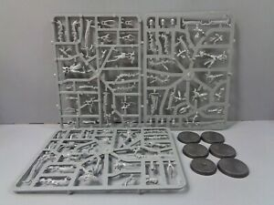 ML-BP-Warhammer-40-000-Dark-Eldar-Drukhari-5-Incubi-on-sprue