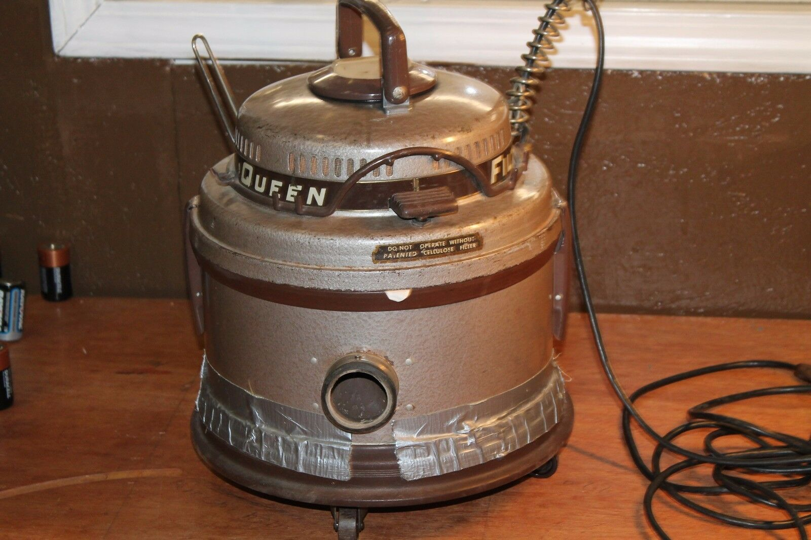 Antique VTG Filter Queen Canister Vacuum Cleaner - Motor Unit only w  dolly
