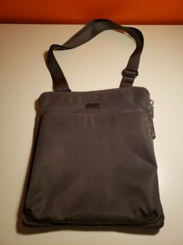Baggallini crossbody grey sample