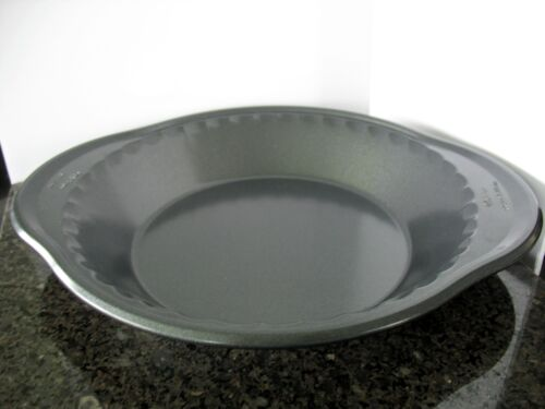 Wilton Pie Pan Perfect Results 9x1.5 Coated Non Stick Charcoal Pre-owned Baking