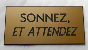 Plaque Gravée Sonnez, Et Attendez (2 Versions) Petit Format