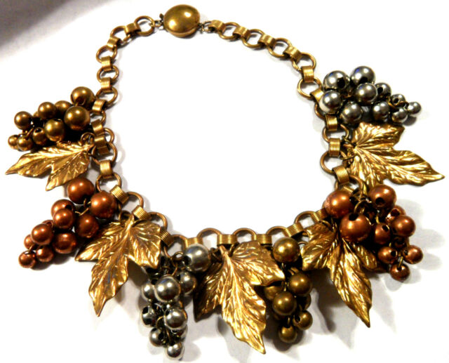 PURE AS FRESH WINE, GILDED GRAPE LEAVES & CHAIN MIXED MATERIALS CHOKER