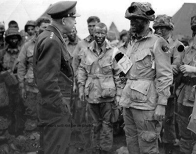 "Gen. Dwight D. Eisenhower with Paratroopers D Day 8""x 10"" World War II Photo 90"