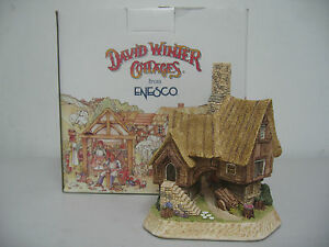 David-Winter-034-The-Coppicer-039-s-Cottage-034-D1027-Member-Only-Cottage-1998-Enesco