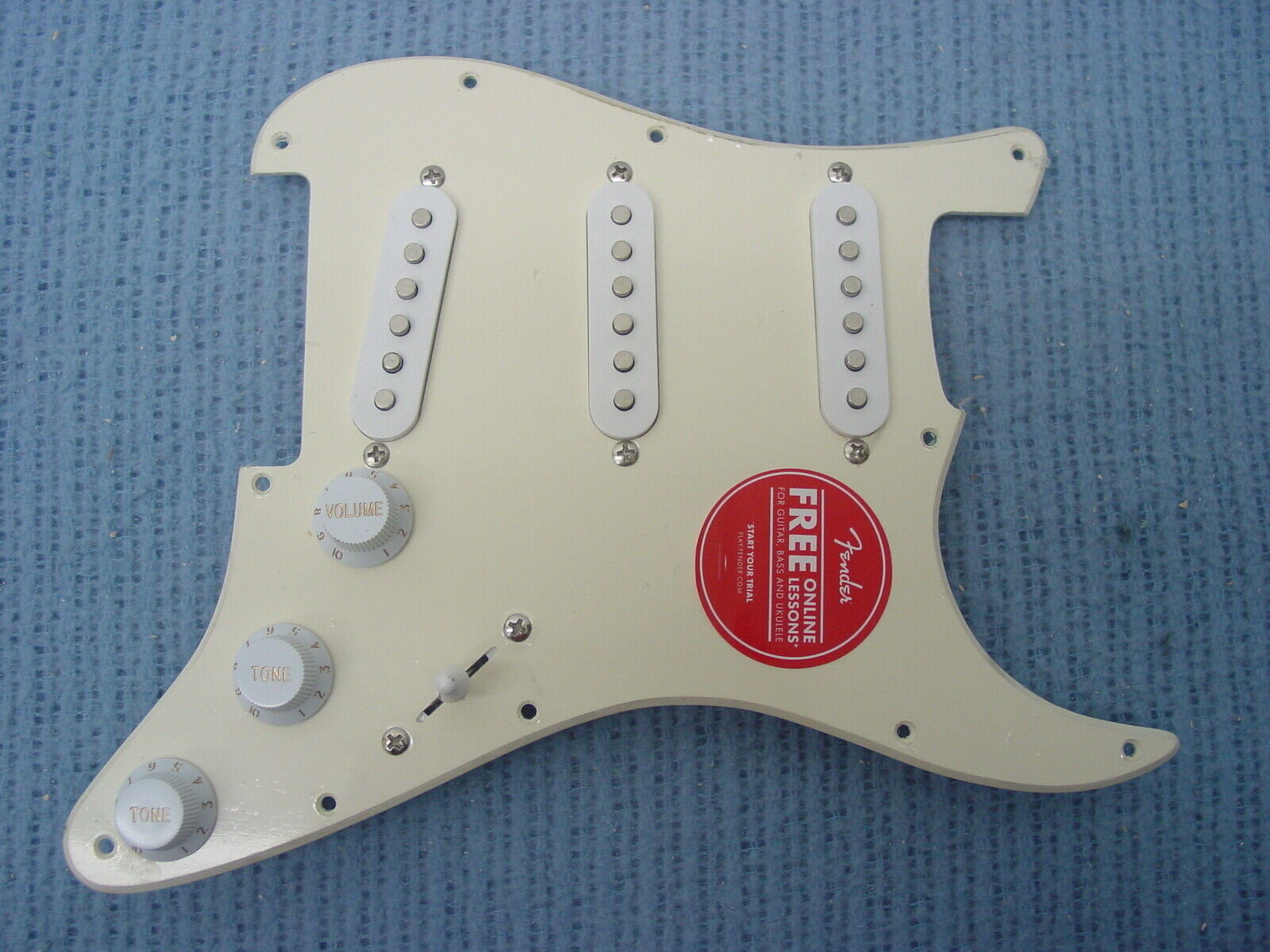 FENDER SQUIER STRAT SSS PICKUP SET LOADED AGED VINTAGE Weiß PICKGUARD CREME