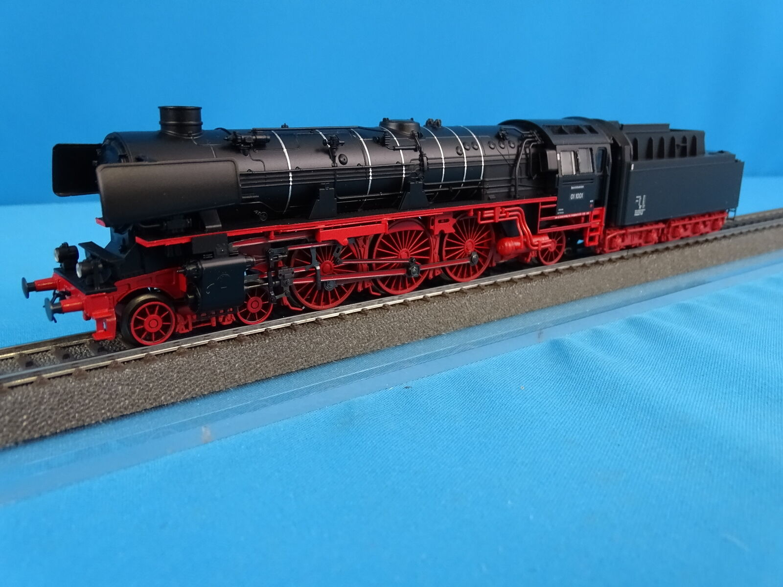 Marklin 37104 DB Locomotive with Tender Br 01-10 negro MFX DIGITAL Bellingrodt