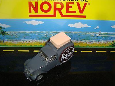 Nuova Moda Miniatura Citroen 2 Cv Azu 1956 Pubb. Abbigliamento Fisset Fecamp 1/43 Colori Fantasiosi