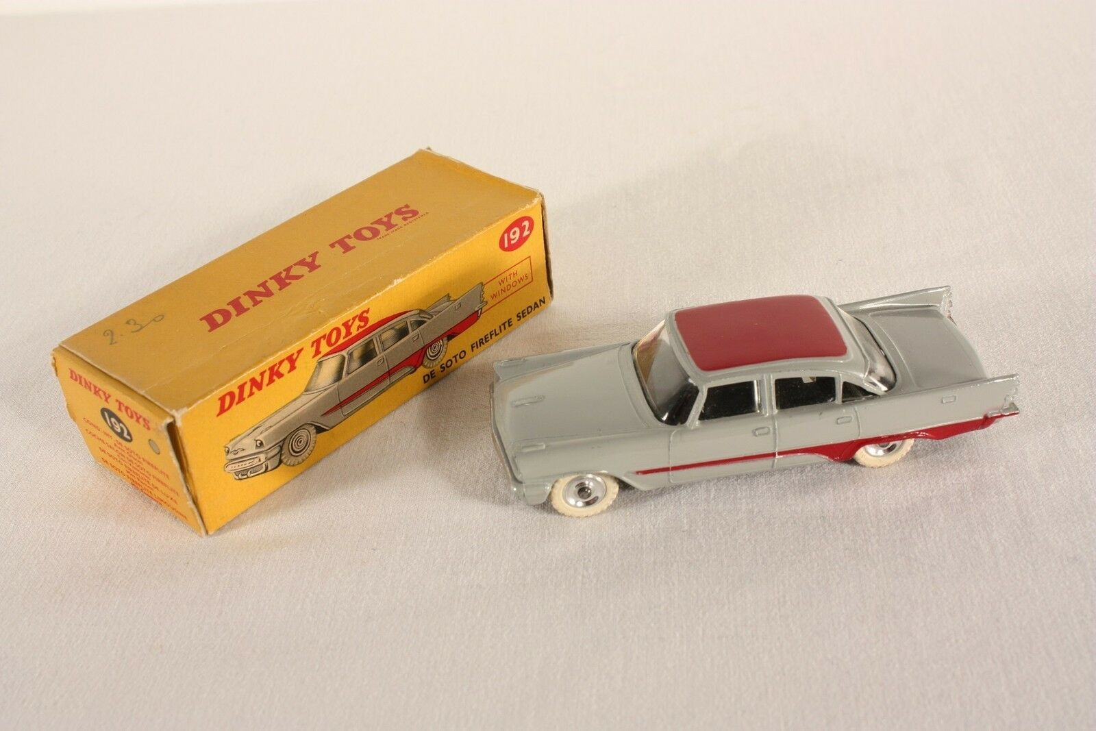 Dinky Toys 192, De Soto Fireflite Sedan, Mint in Picture-Box, rare        ab630