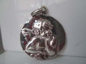 Medalla-plata-de-ley-Querubin-Alto-relieve-Colgante-argolla-Anos-70