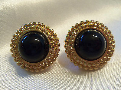 (MONET) INCREDIBLE Vintage Textured Goldtone BLACK Accent CLIP Earrings 13EE77