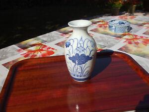 Charitable Vase Assez Ancien (je Ne Connais Pas La Matière)