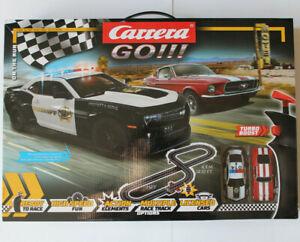 Carrera-GO-Ford-Mustang-und-Chevy-Police-ON-THE-RUN-mit-Ausbauset-nach-Wahl