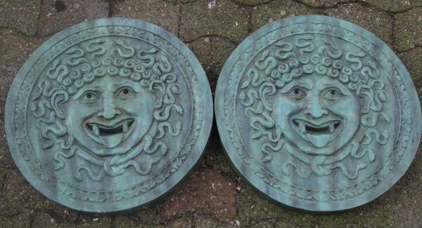 2 Gr. Terrakotta?-tondos Mit Gorgonen-haupt, D-je 55 C (234/2057)