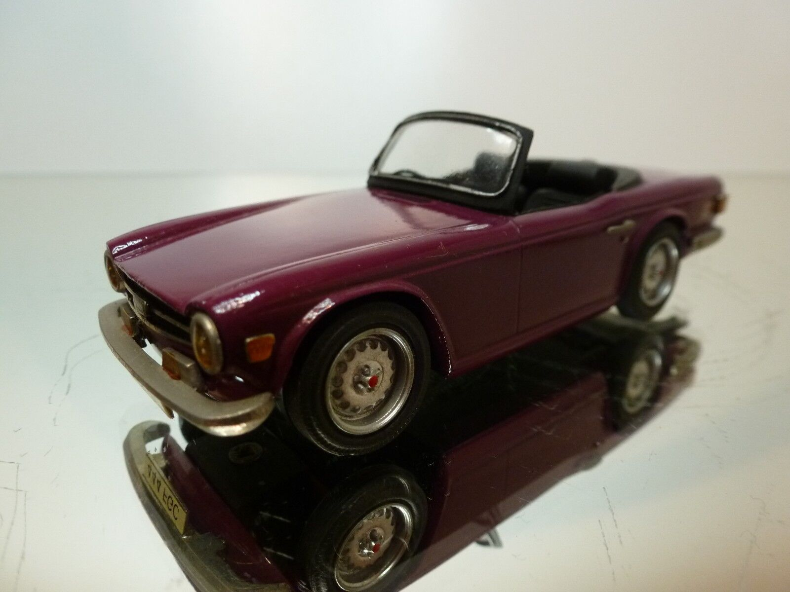 APOLLO MODELS TRIUMPH TR6 - PLUM púrpura 1 43 - VERY GOOD CONDITION - 2