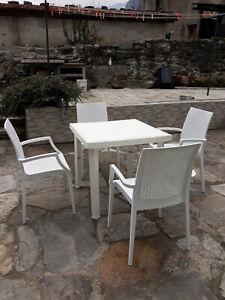 Sedie Da Giardino Finto Vimini.Tavolo Da Giardino In Finto Rattan Di Colore Bianco Con 4 Sedie Ebay