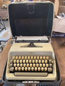 Vintage Adler J4 Cream Manual Typewriter Hard Shell Carrying Case Working