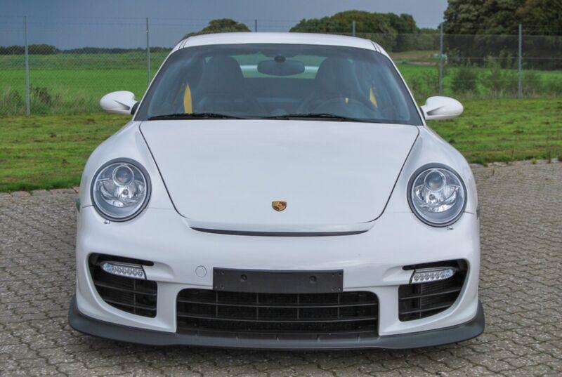 Porsche 911 GT2 Coupé - 2