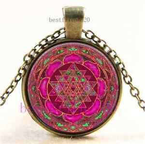 Vintage-Vidrio-Cabujon-de-Sri-Lakshmi-Yantra-Mandala-Collar-Colgante-De-Bronce
