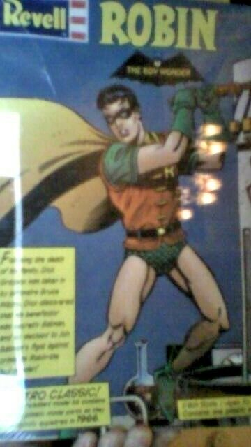 Revell     Robin   The Boy Wonder (Batman & Robin) 1 8th Scale Plastic Model Kit afc6c2