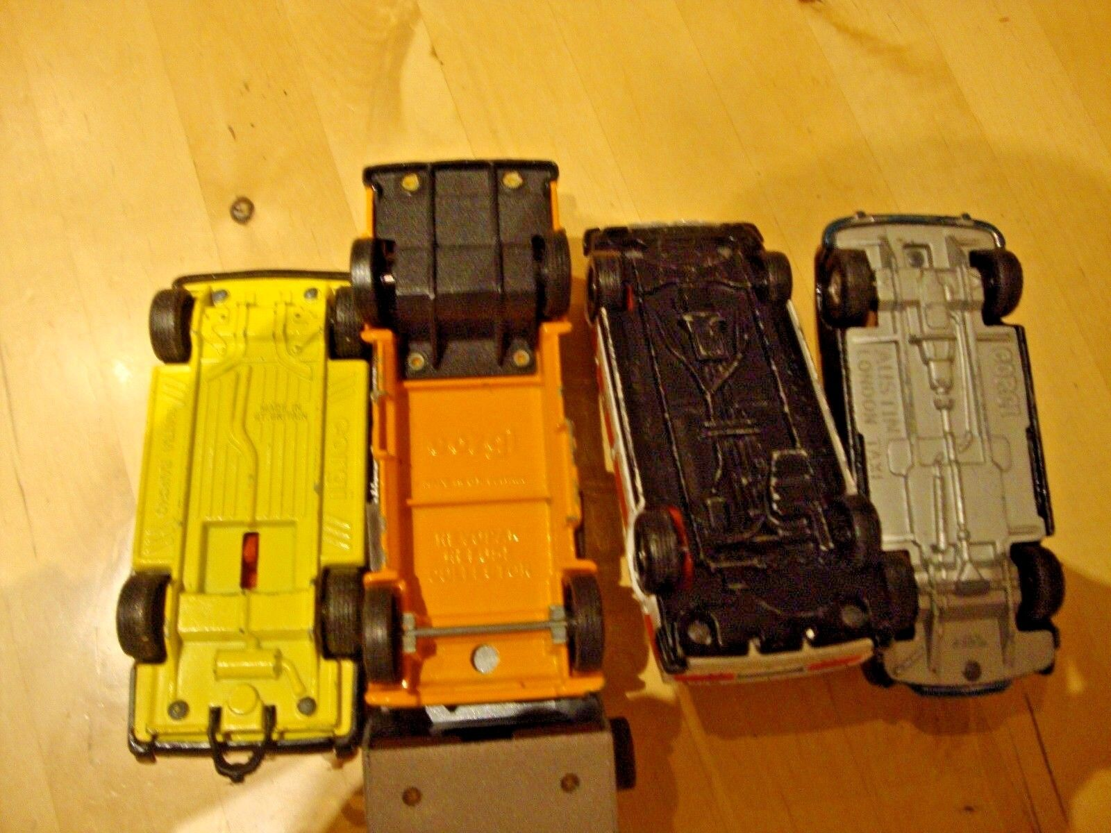 Collection of five Vintage Die-Cast Toy Toy Toy Cars CORGI. Rover Police car & Rancho eb2df4