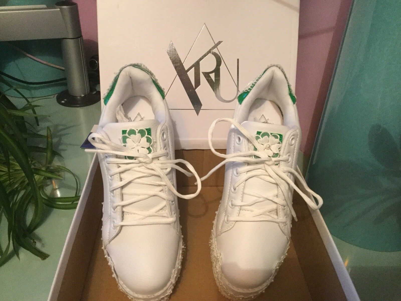 BRAND NEW sneakers,Taille9/40,lace-up,3inch Beautiful wedding chaussures sneakers,Taille9/40,lace-up,3inch NEW heel. 0b8c3a