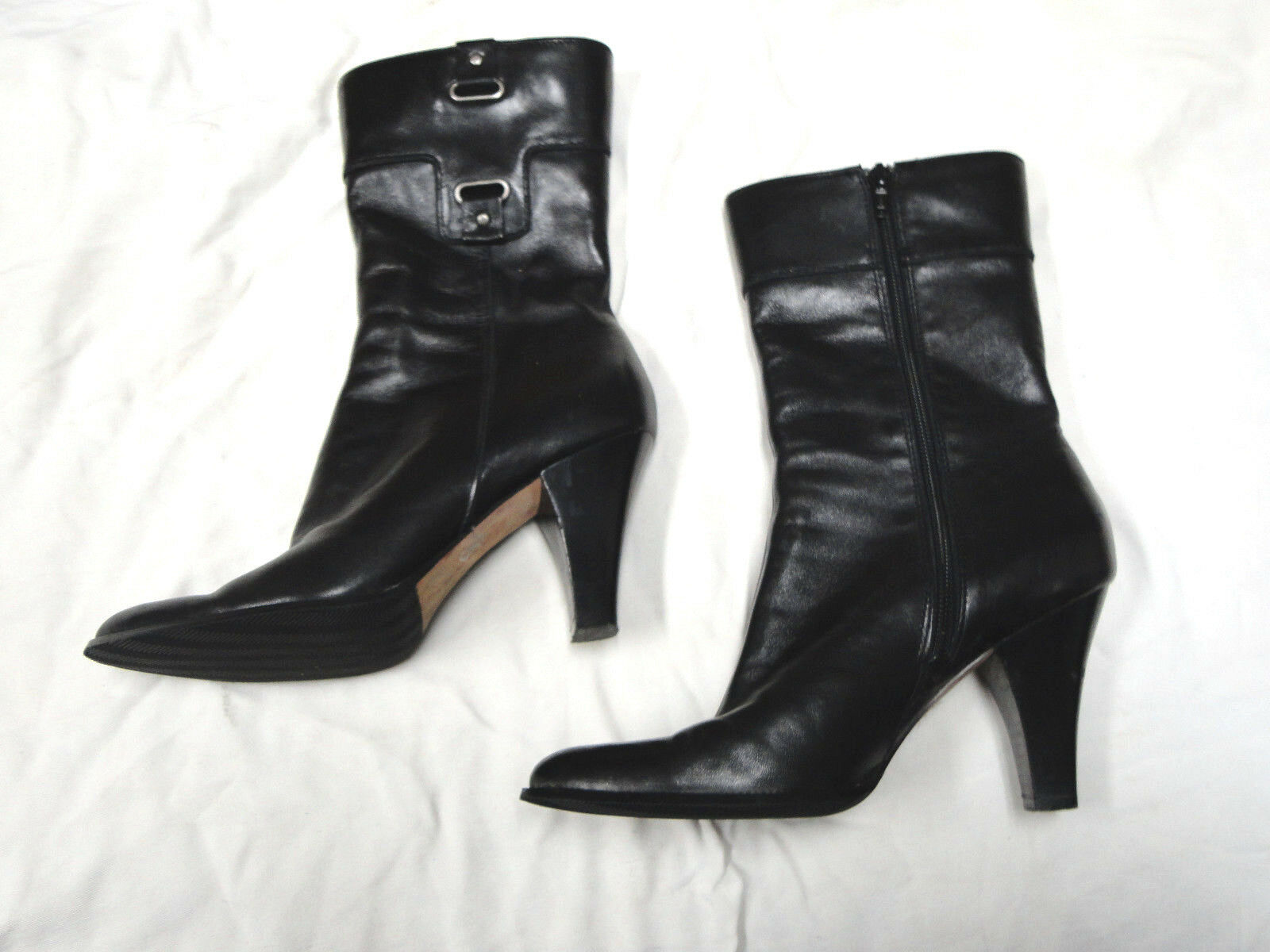 TAHARI black leather boot   Size 7  Side Zipper