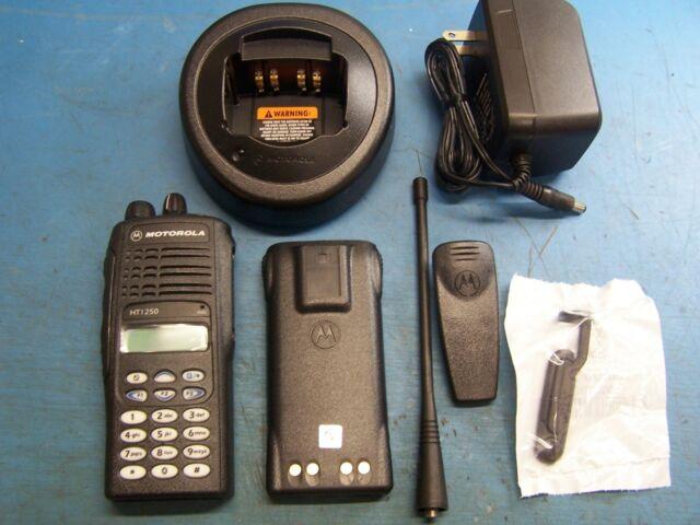 Motorola HT1250 UHF 403-470MHz 128 Channel DTMF AAH25RDH9AA6AN MINT Tested