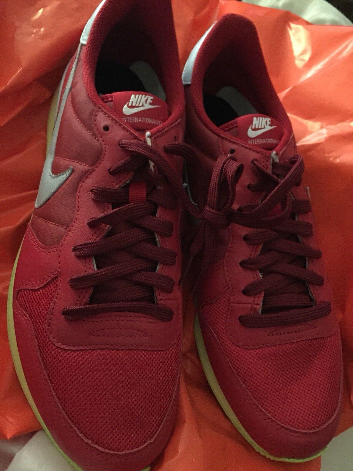 Nike ID Air Vortex  Red size 10.5 Internationalist max  Rare