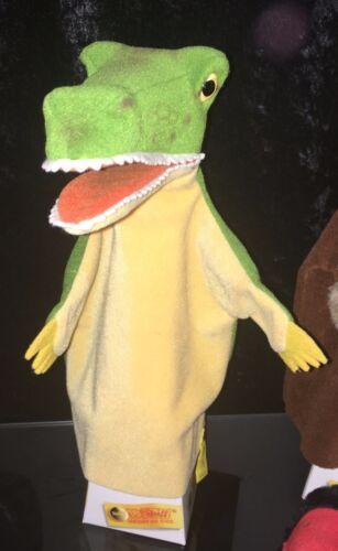 """Steiff 6476/27 """"Hand-Krokodil"""" mit Knopf & Fahne, 27 cm, unbespielt Top Zustand"""