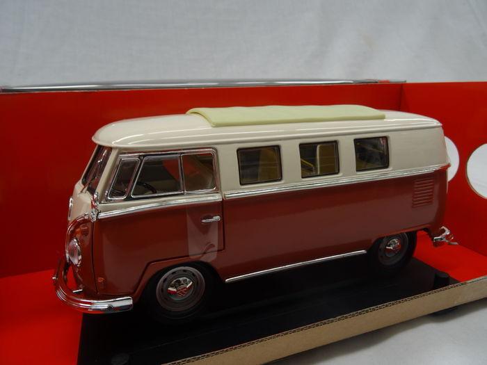 1962 Volkswagen T1 Samba  Bus rot Weiß