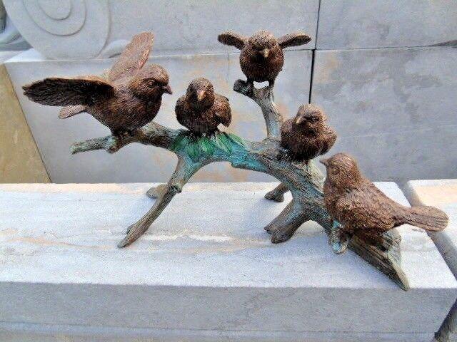 Oiseau sur une branche 5 ,statue animalière en bronze patinée , superbe
